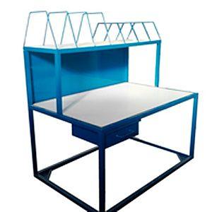 Mesa de trabajo soporte con separadores de cajas de cartón con cajón
